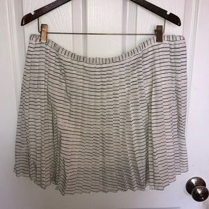 Adorable pleated Banana Republic factory skirt
